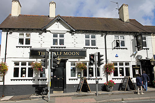 Half Moon pub in Littleover , Derby
